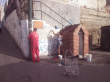 Julio Loaiza y Paula Mercado limpiando el espacio de trabajo