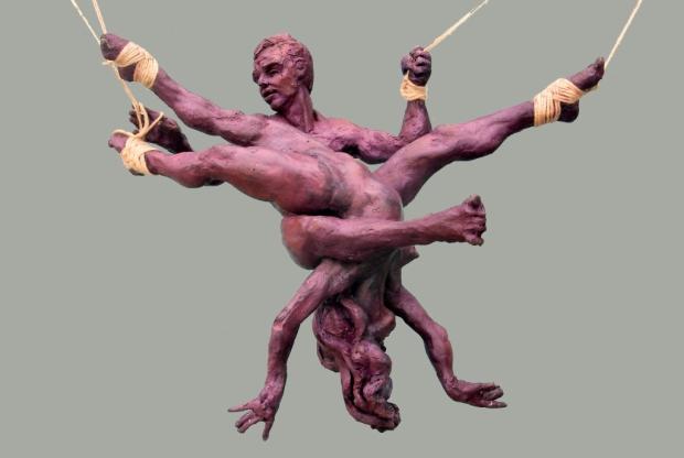 Para el Programa de Residencia de la Macolla quisiera dar continuidad a este proyecto de ¨juegos de sujeción¨ con una serie de piezas de pequeño formato que muestren escenas donde danzan a pesar de las ataduras.