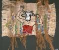 Isabella se dedica a la confección de tejidos para indumentaria y tapices experimentales en donde el colorido y la geometría son protagonistas. También crea ilustraciones donde combina la acuarela y el dibujo con el bordado. Trabaja desde su casa taller donde tiene sus telares, utiliza materia prima natural como la lana, algodón y lino; todos estos entintados casi siempre de forma industrial.